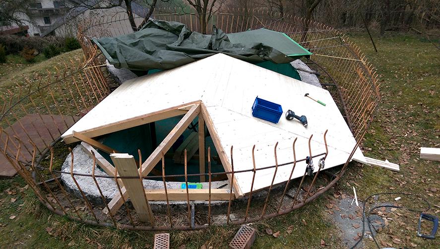 Bretter auf dem Dachstuhl